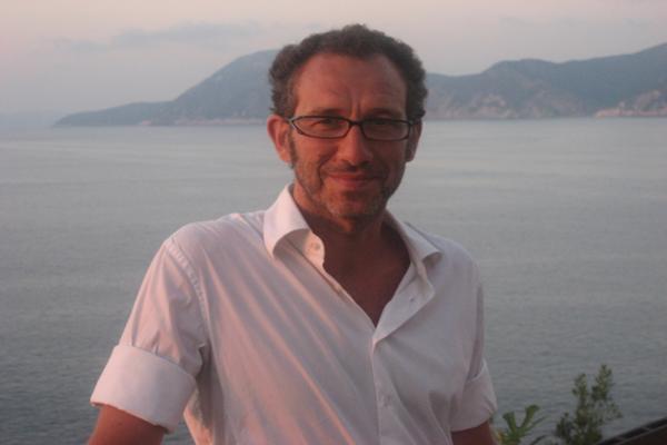 Menéndez Salmón: «No responder, preguntar; no ilustrar, inquirir»